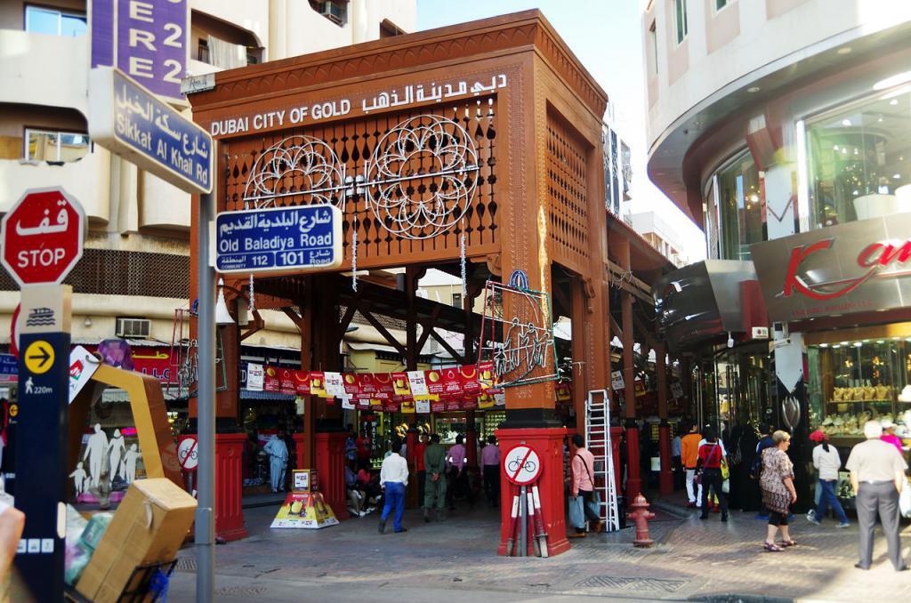Khu chợ bày bán hàng tấn vàng, mặc cả như mua rau ở Dubai - 1