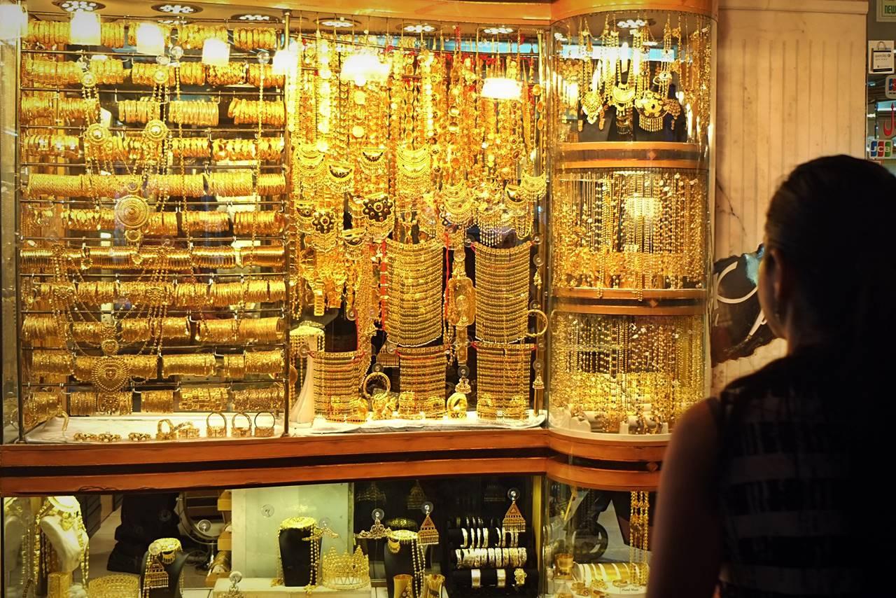 Khu chợ bày bán hàng tấn vàng, mặc cả như mua rau ở Dubai - 2