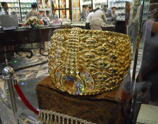 Khu chợ bày bán hàng tấn vàng, mặc cả như mua rau ở Dubai - 5