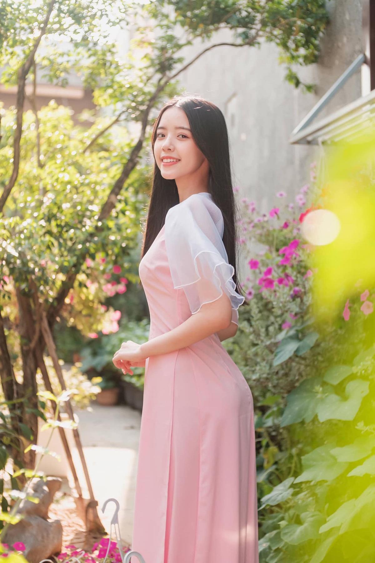 Nữ sinh Đà Nẵng khoe sắc xuân thì trong tà áo dài duyên dáng - 4