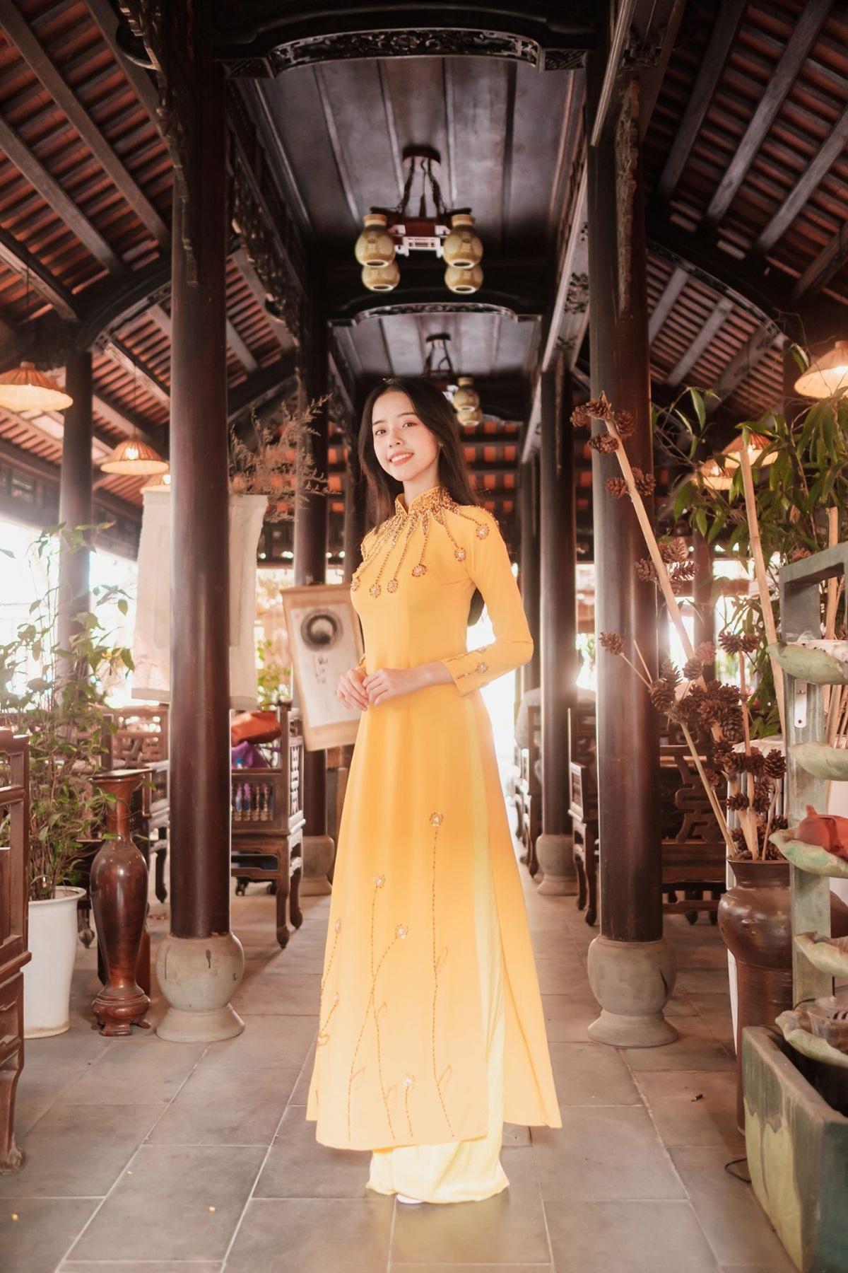 Nữ sinh Đà Nẵng khoe sắc xuân thì trong tà áo dài duyên dáng - 7