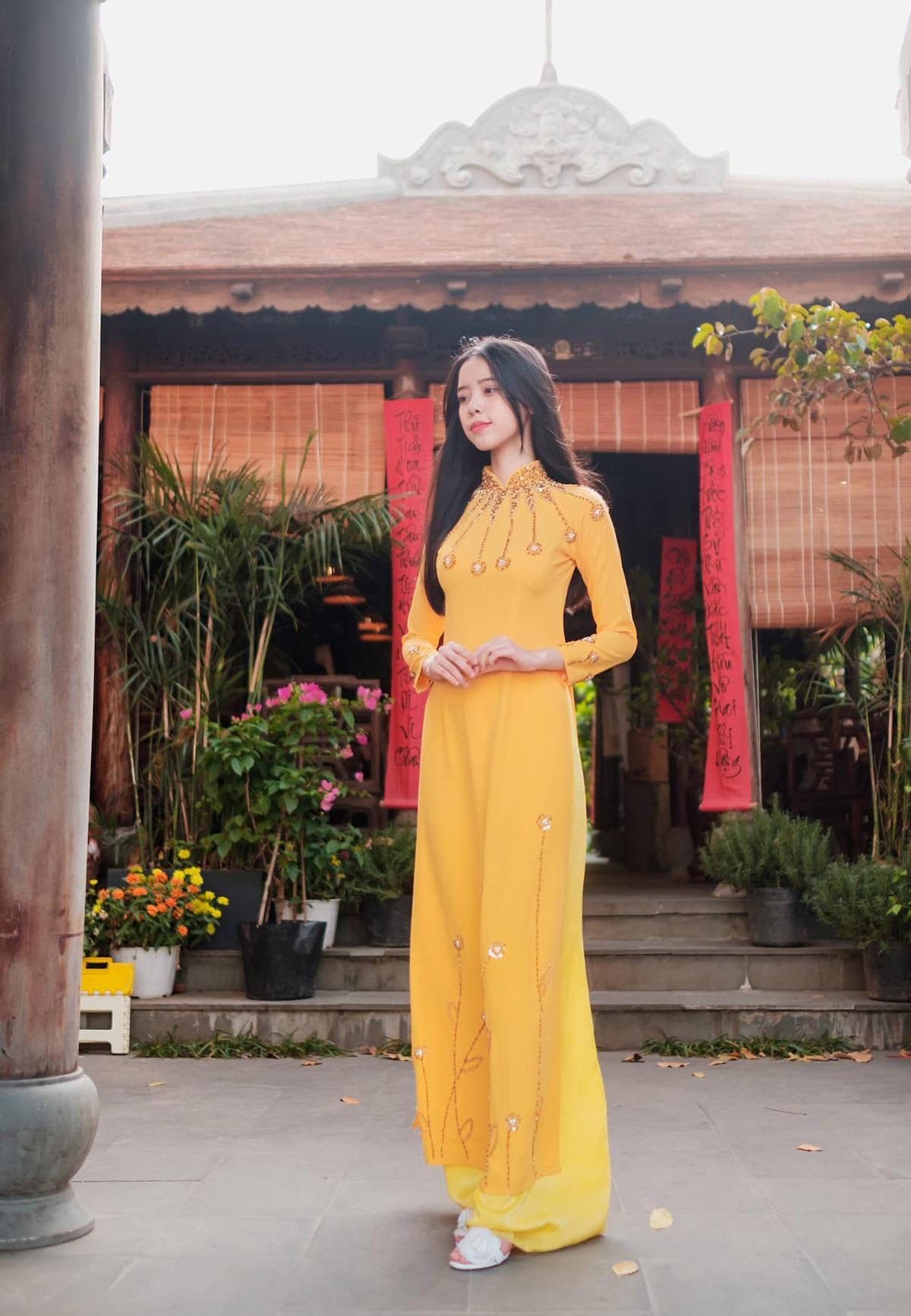 Nữ sinh Đà Nẵng khoe sắc xuân thì trong tà áo dài duyên dáng - 9