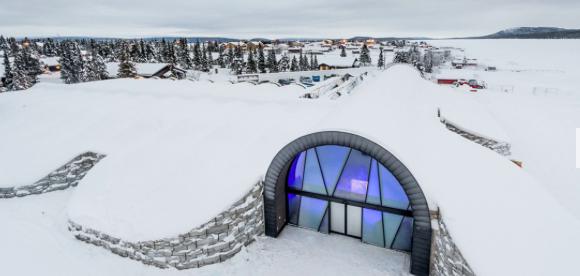 Kinh ngạc với khách sạn làm từ băng tuyết, lạnh giá bốn mùa - 1