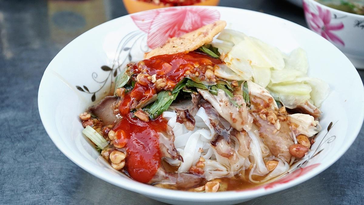Món phở kì lạ ở Hà Giang, vừa ăn vừa xuýt xoa vì... chua - 1