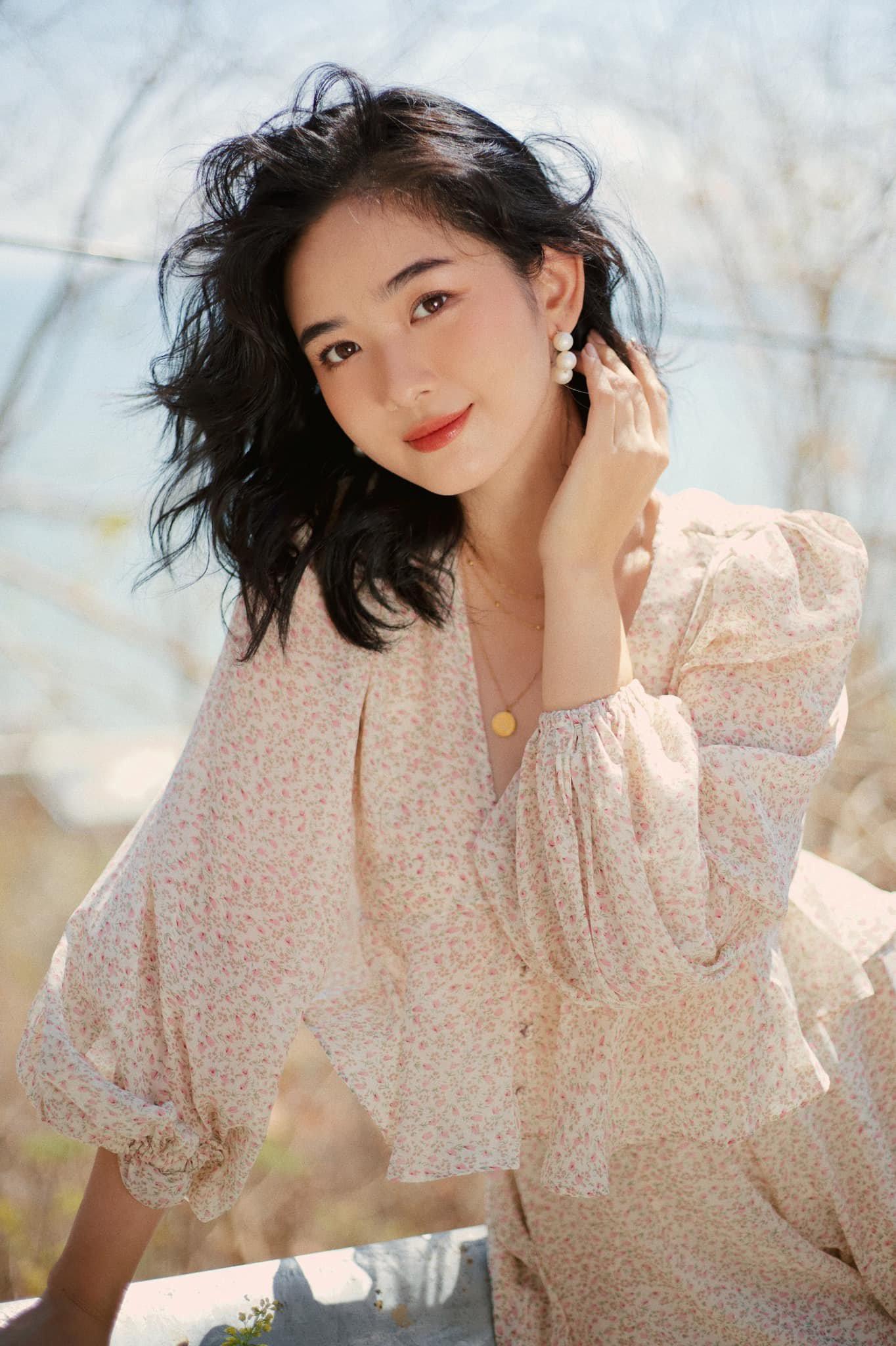 Nữ sinh RMIT sở hữu vẻ đẹp thanh thoát và nụ cười tỏa nắng - 2