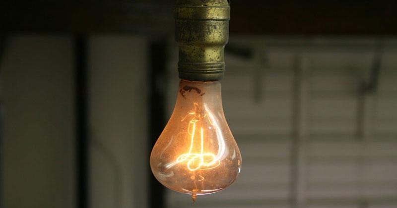 Kỳ lạ bóng đèn phát sáng 120 năm vẫn không hỏng - 2