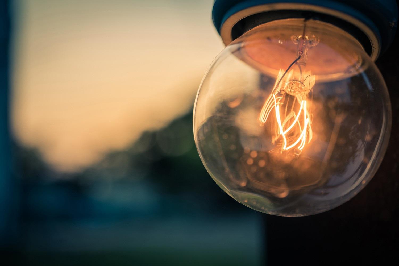 Kỳ lạ bóng đèn phát sáng 120 năm vẫn không hỏng - 1