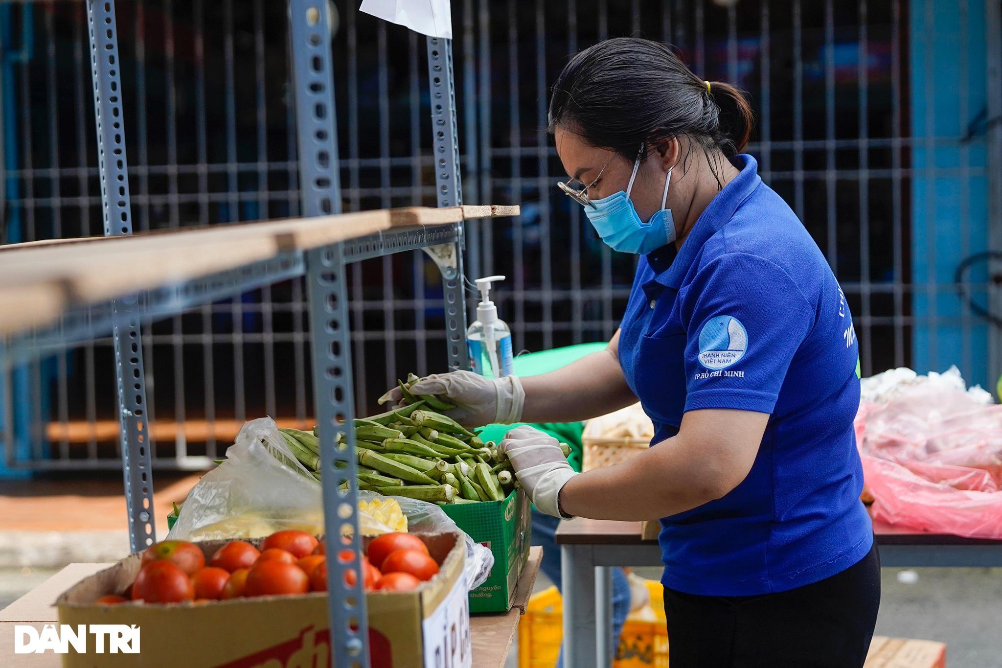 Cận cảnh siêu thị 0 đồng phục vụ người dân trong khu cách ly ở TPHCM - 2
