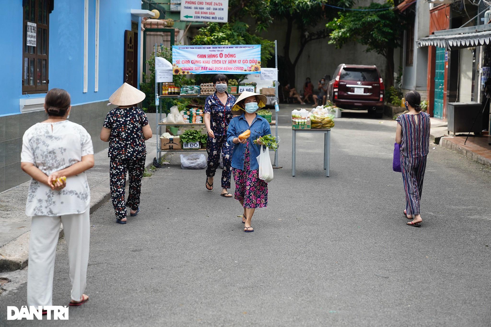 Cận cảnh siêu thị 0 đồng phục vụ người dân trong khu cách ly ở TPHCM - 6