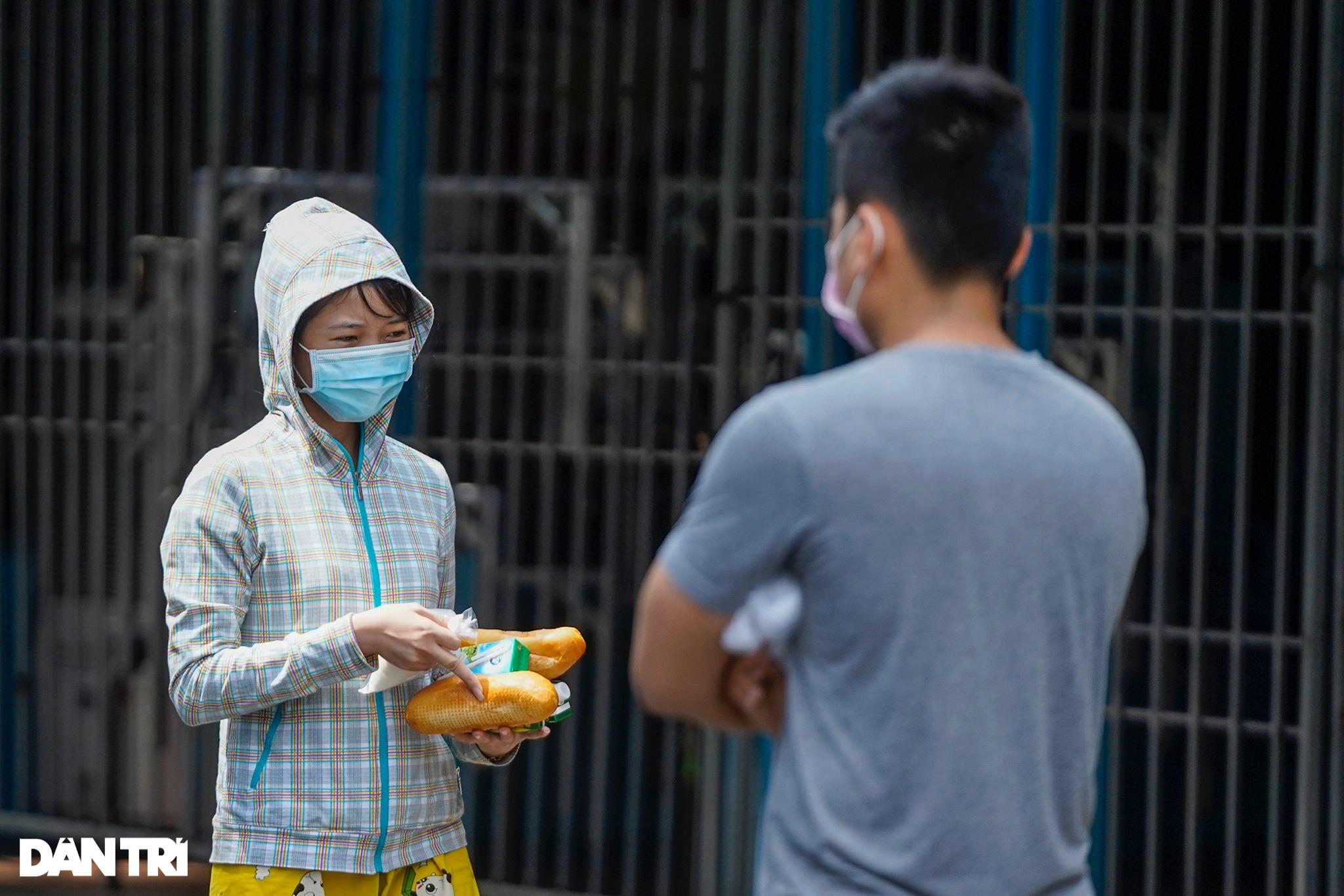 Cận cảnh siêu thị 0 đồng phục vụ người dân trong khu cách ly ở TPHCM - 7