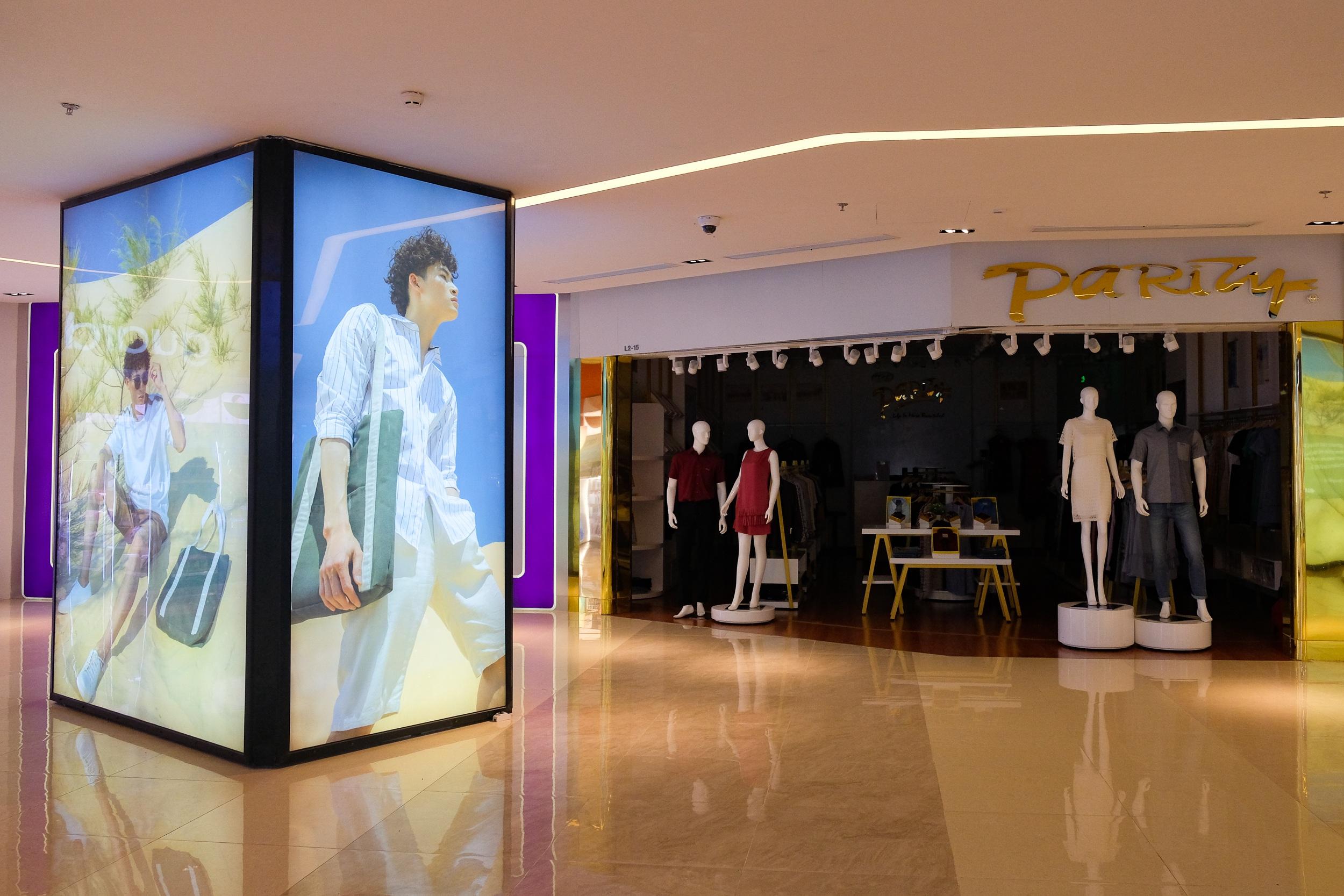 Những con phố thời trang ở Hà Nội: Ngày ế ẩm, tối tắt đèn đi ngủ sớm - 13