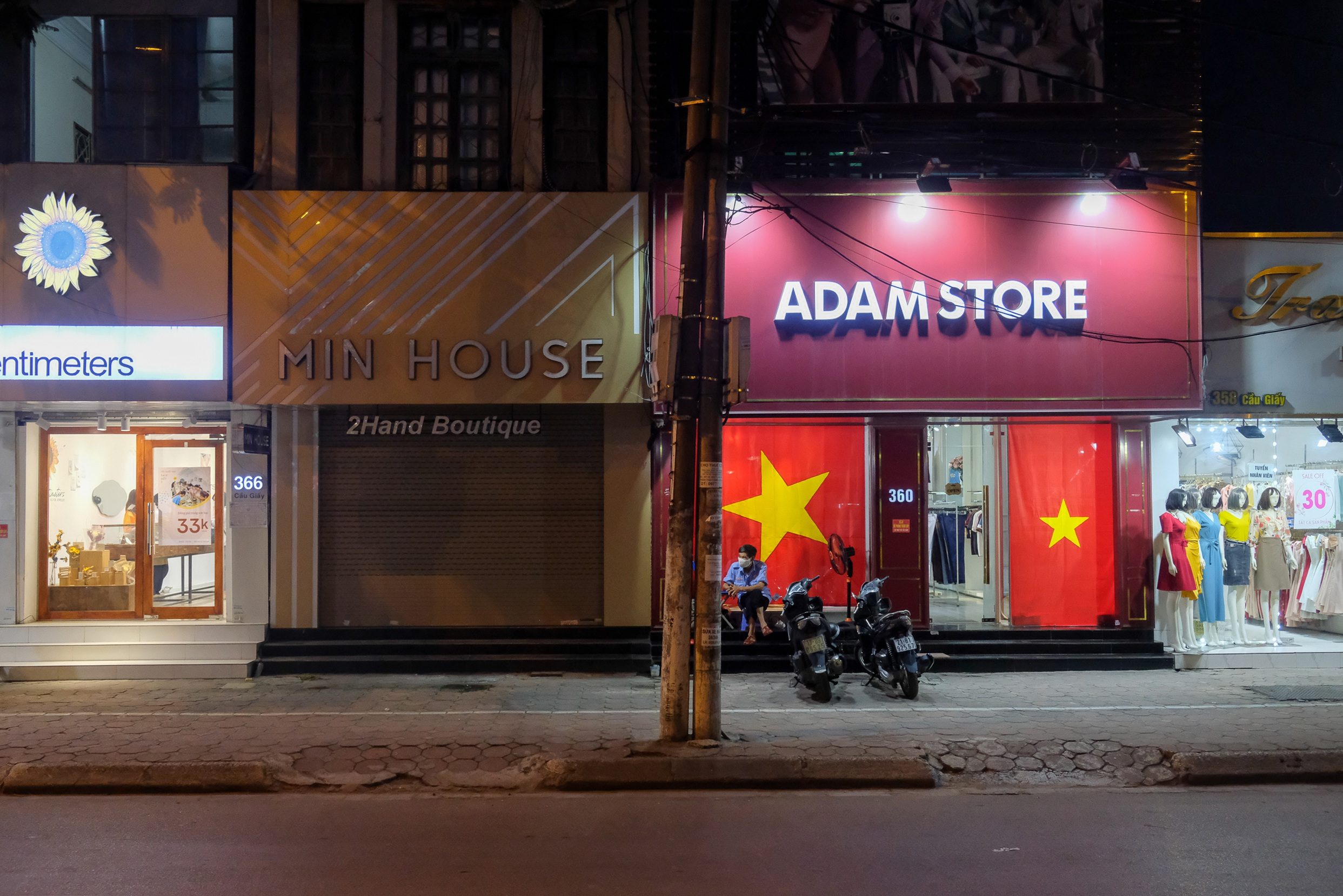 Những con phố thời trang ở Hà Nội: Ngày ế ẩm, tối tắt đèn đi ngủ sớm - 14