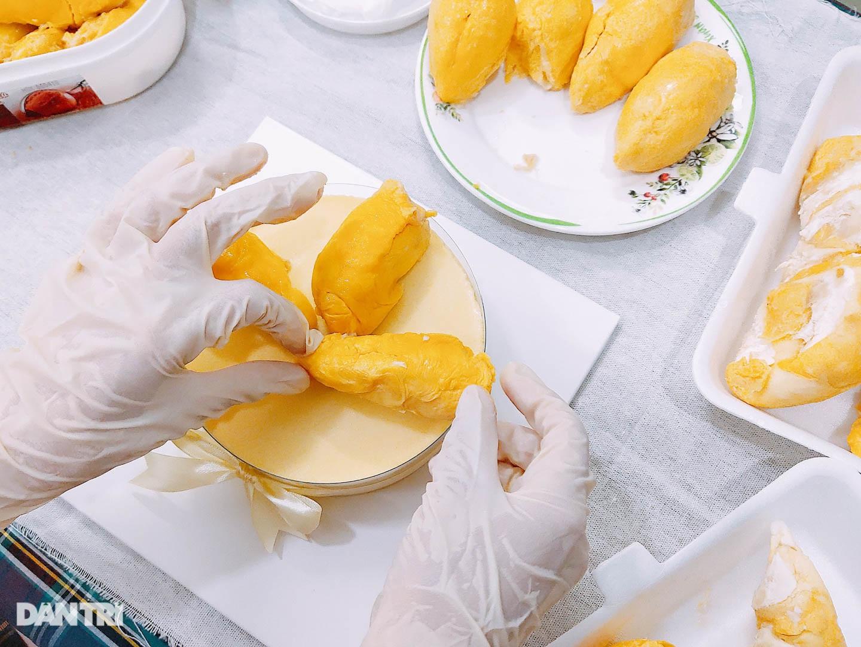 Bánh kem sầu riêng nguyên múi siêu chảnh giá cả nửa triệu đồng - 4