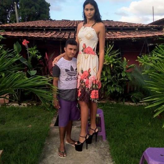 Mẫu nữ cao hơn 2m và cuộc hôn nhân với người chồng tí hon - 4