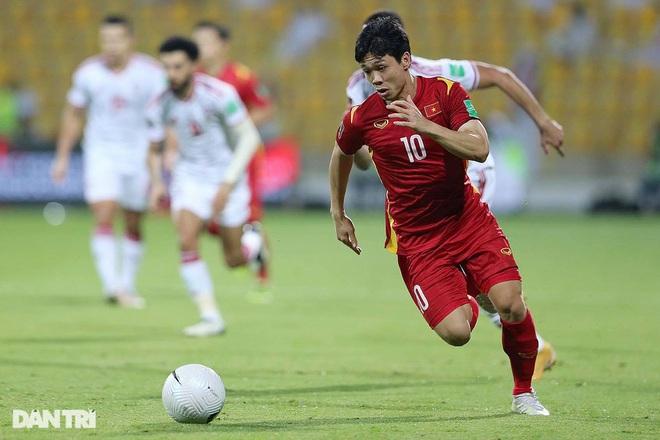 Những cầu thủ Việt tài năng trên sân cỏ, giỏi kinh doanh bên ngoài - 2