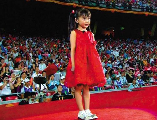 Bé gái Olympic mãi chật vật: Nhiều người hỏi Trương Nghệ Mưu ở đâu... - 3