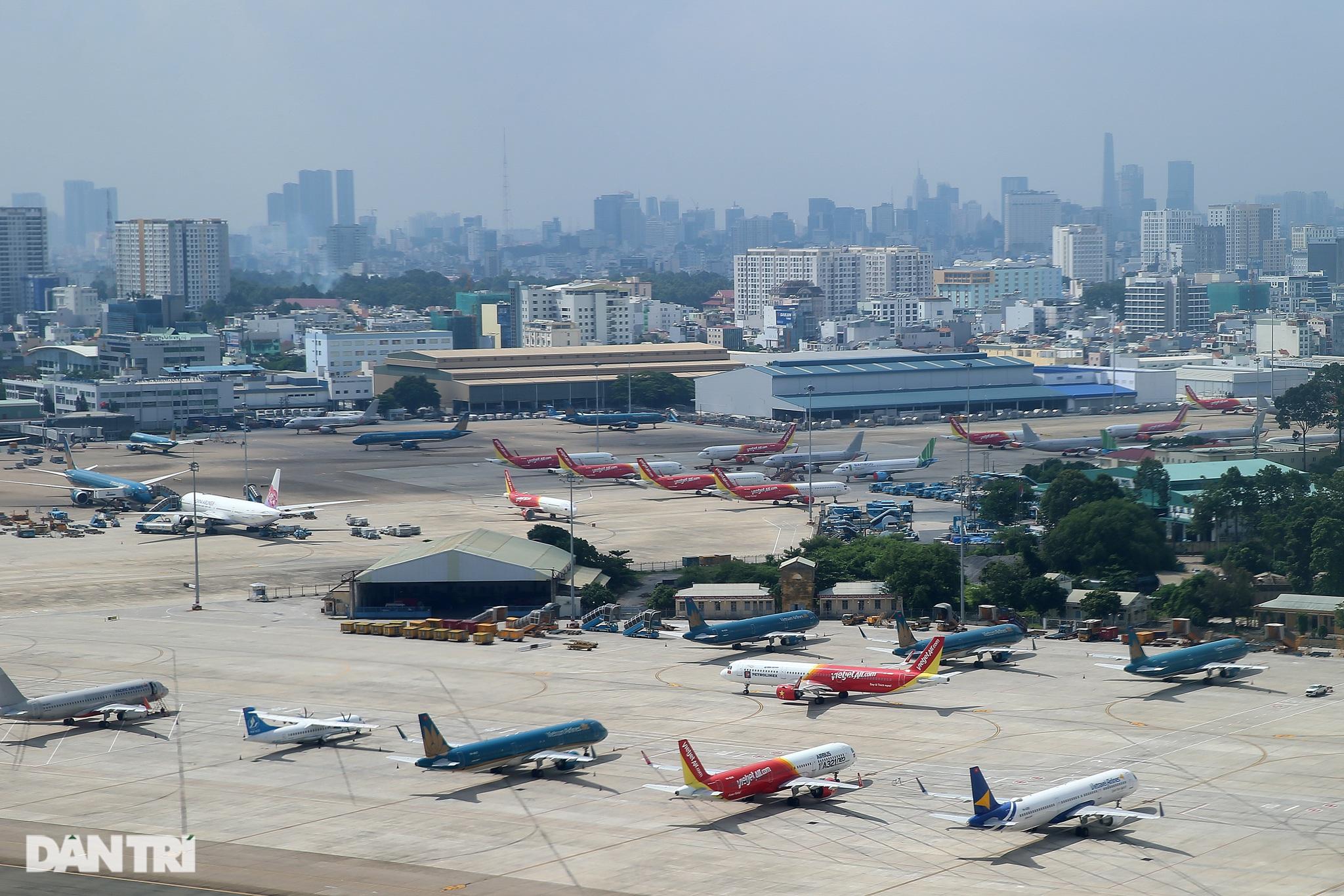 Ám ảnh hàng trăm tàu bay đắp chiếu nằm la liệt tại Nội Bài, Tân Sơn Nhất - 1