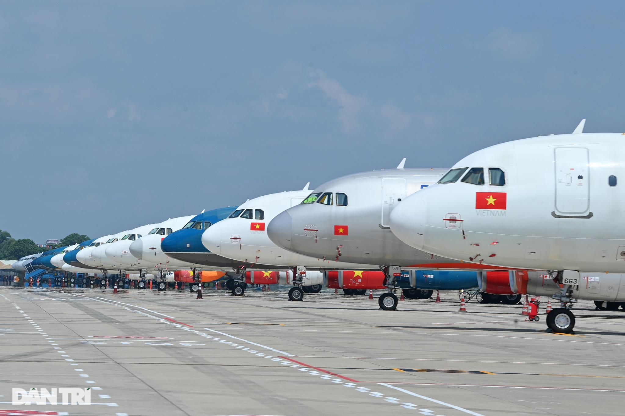 Ám ảnh hàng trăm tàu bay đắp chiếu nằm la liệt tại Nội Bài, Tân Sơn Nhất - 3