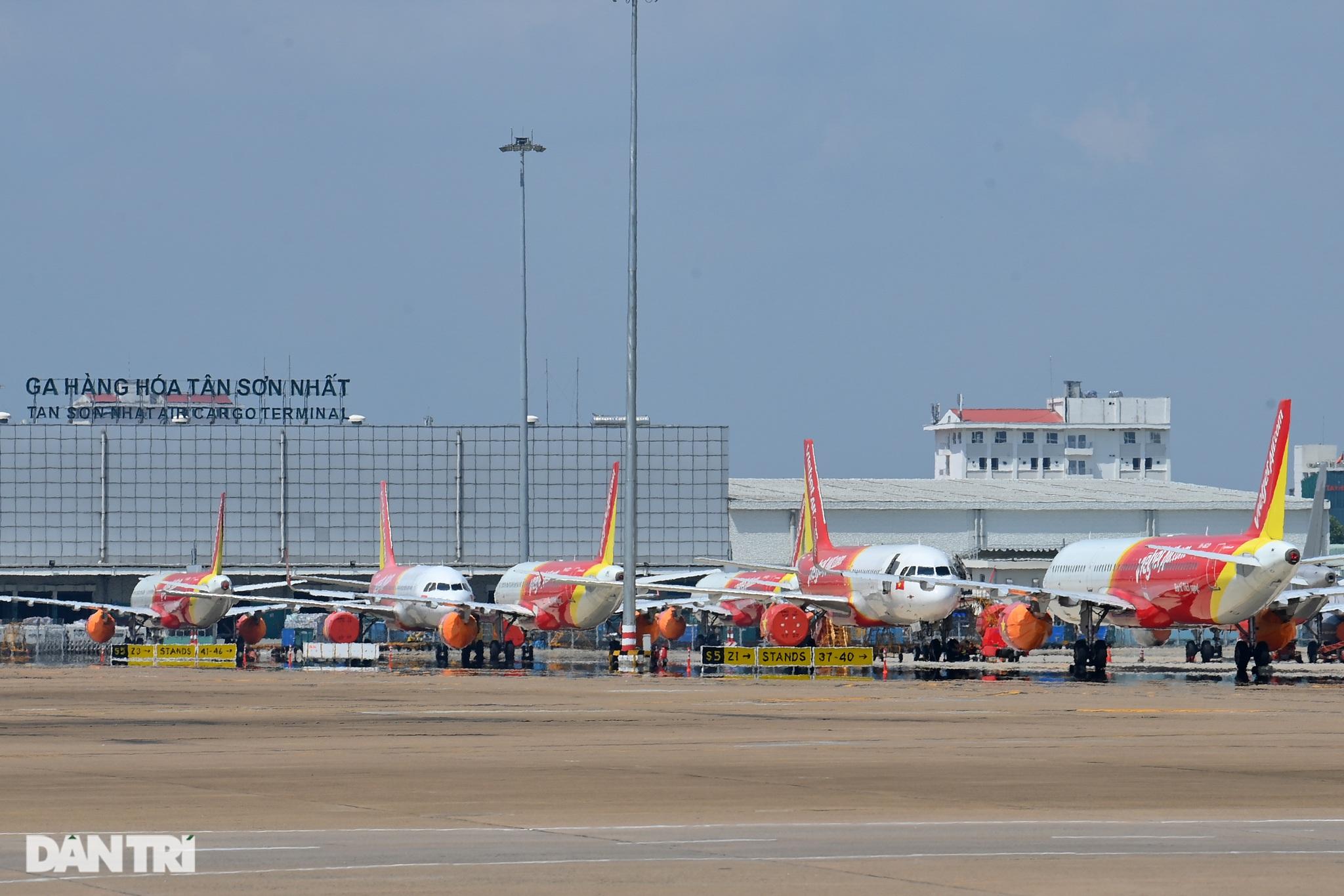 Ám ảnh hàng trăm tàu bay đắp chiếu nằm la liệt tại Nội Bài, Tân Sơn Nhất - 18