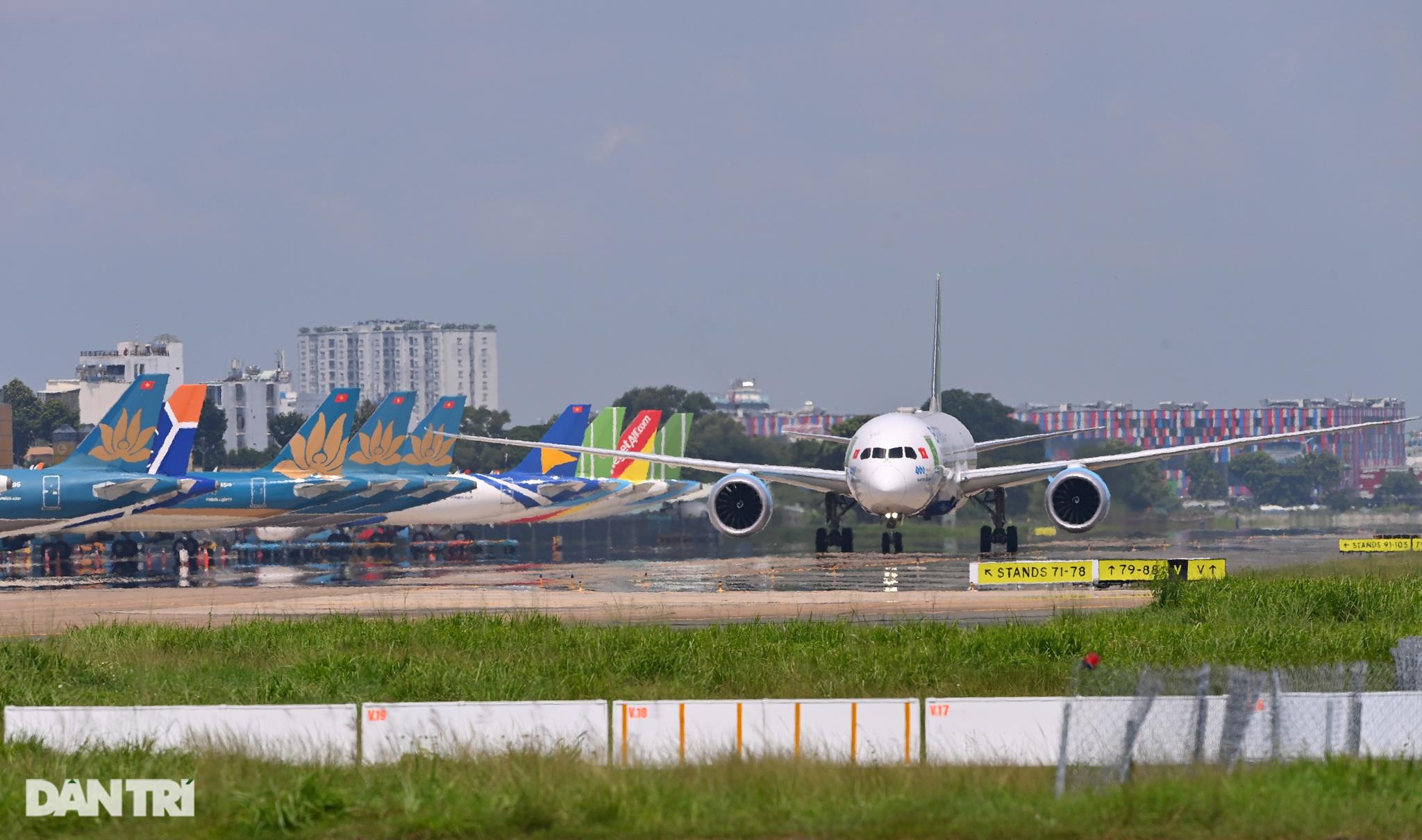 Ám ảnh hàng trăm tàu bay đắp chiếu nằm la liệt tại Nội Bài, Tân Sơn Nhất - 15