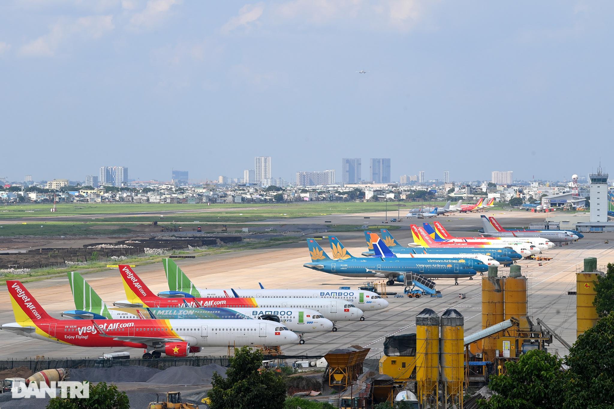 Ám ảnh hàng trăm tàu bay đắp chiếu nằm la liệt tại Nội Bài, Tân Sơn Nhất - 2