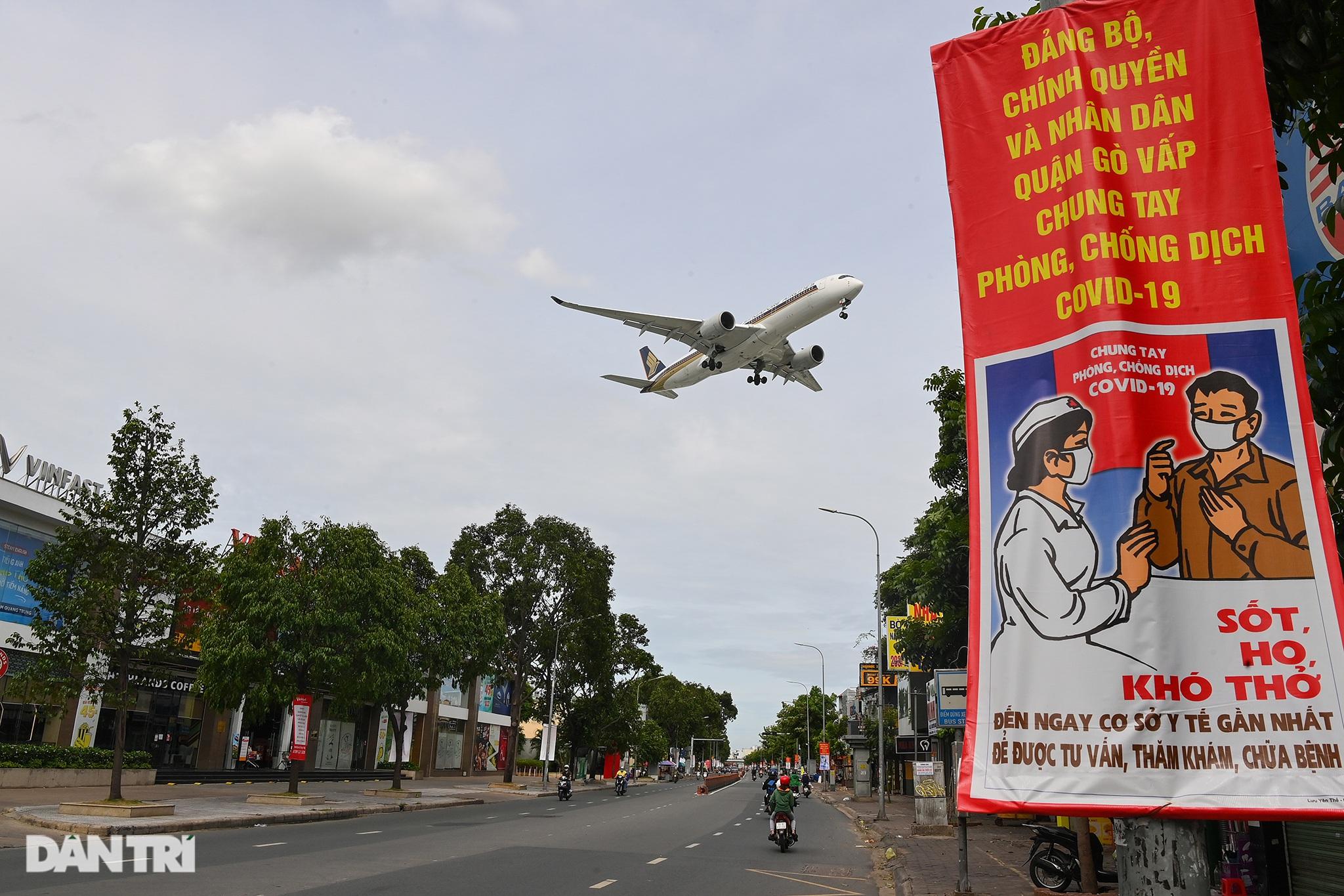 Ám ảnh hàng trăm tàu bay đắp chiếu nằm la liệt tại Nội Bài, Tân Sơn Nhất - 12