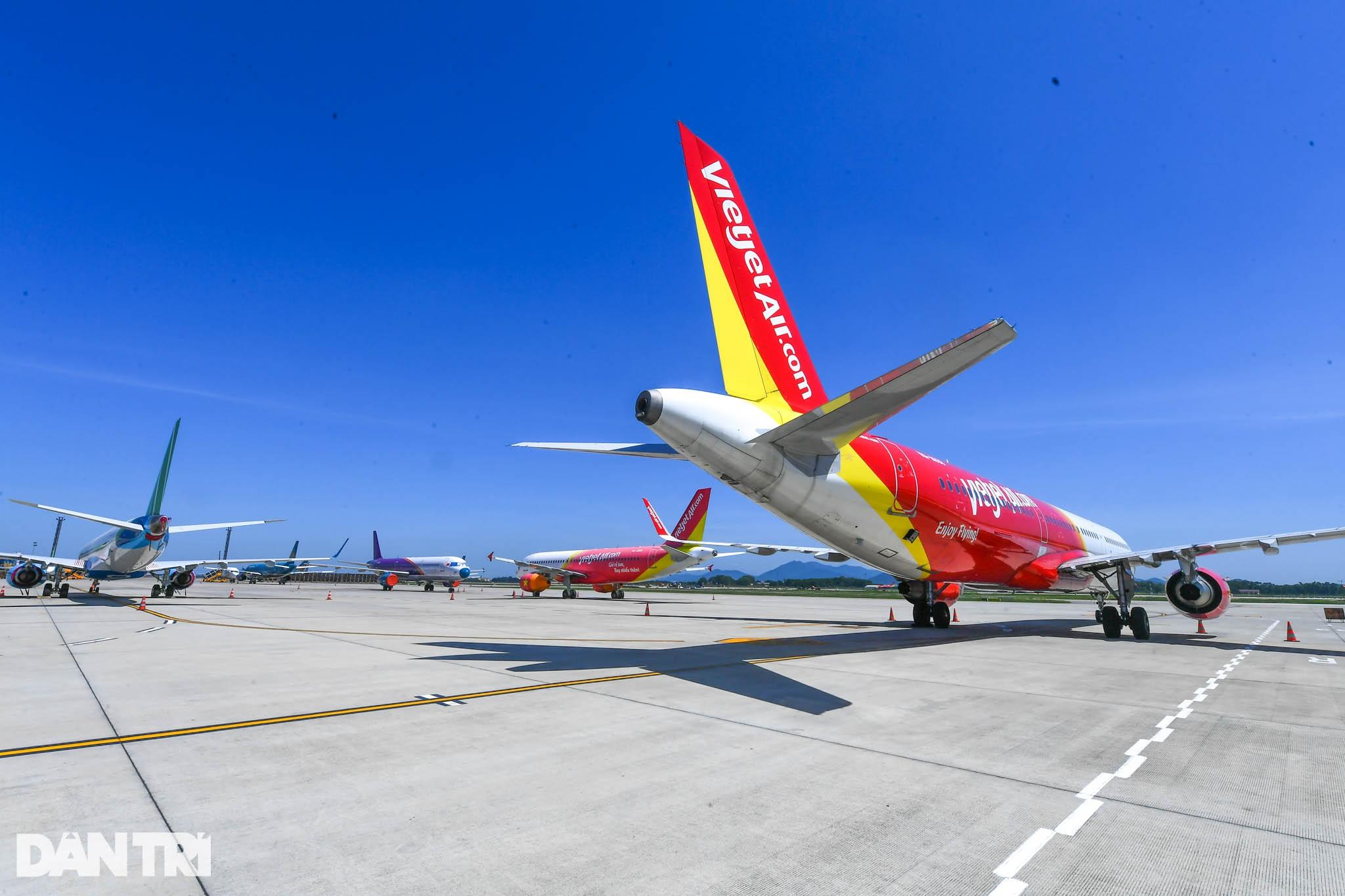 Ám ảnh hàng trăm tàu bay đắp chiếu nằm la liệt tại Nội Bài, Tân Sơn Nhất - 7