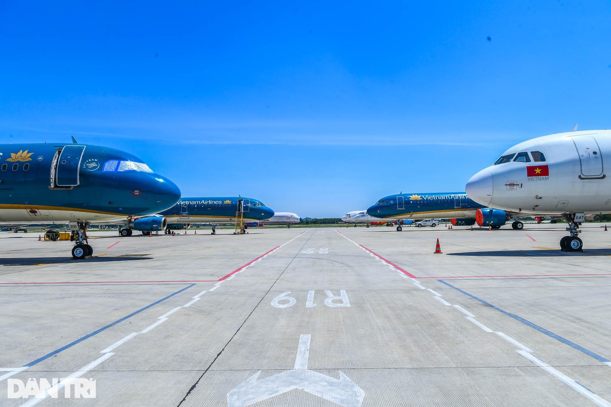 Ám ảnh hàng trăm tàu bay đắp chiếu nằm la liệt tại Nội Bài, Tân Sơn Nhất - 5