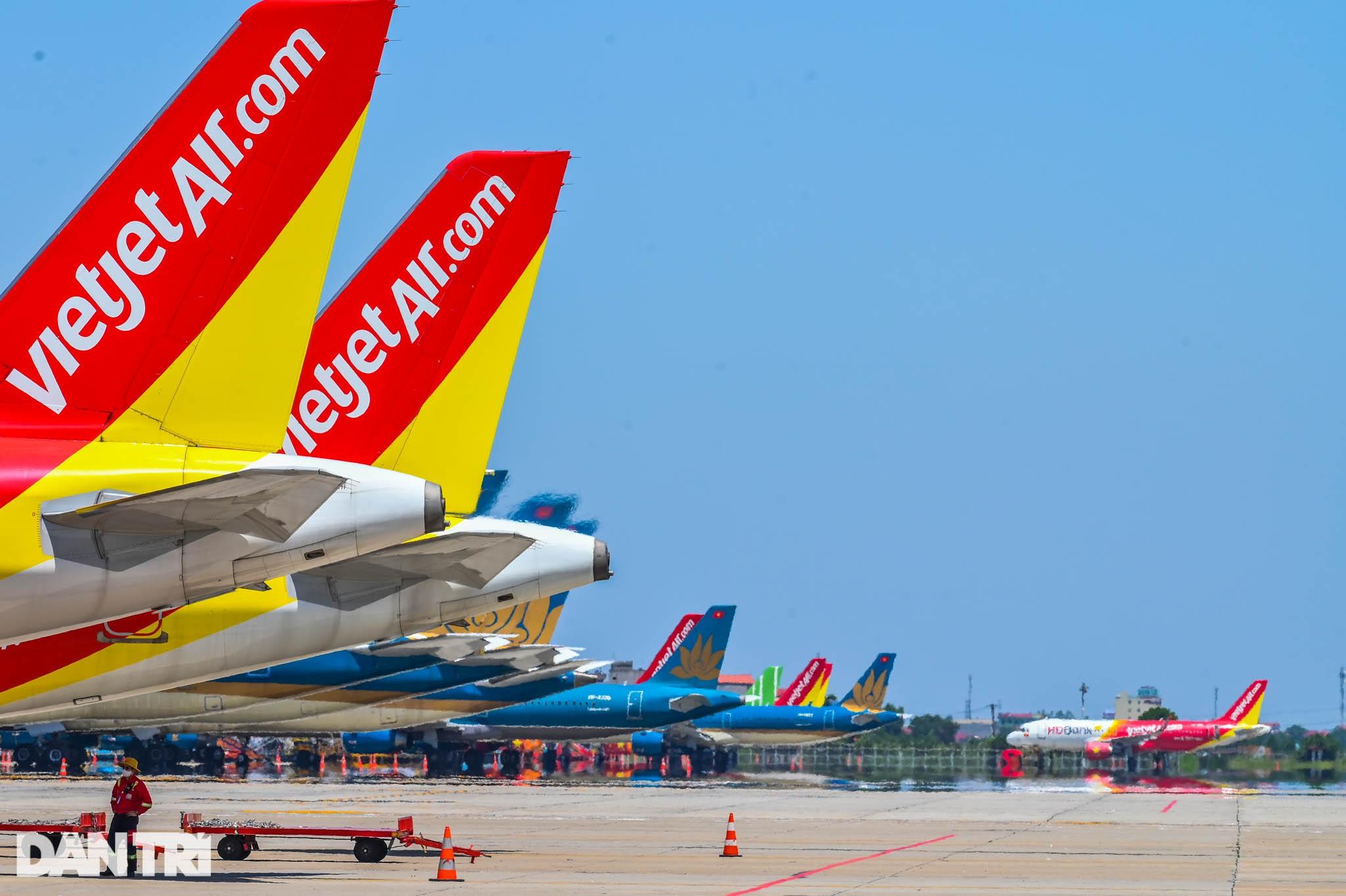 Ám ảnh hàng trăm tàu bay đắp chiếu nằm la liệt tại Nội Bài, Tân Sơn Nhất - 4