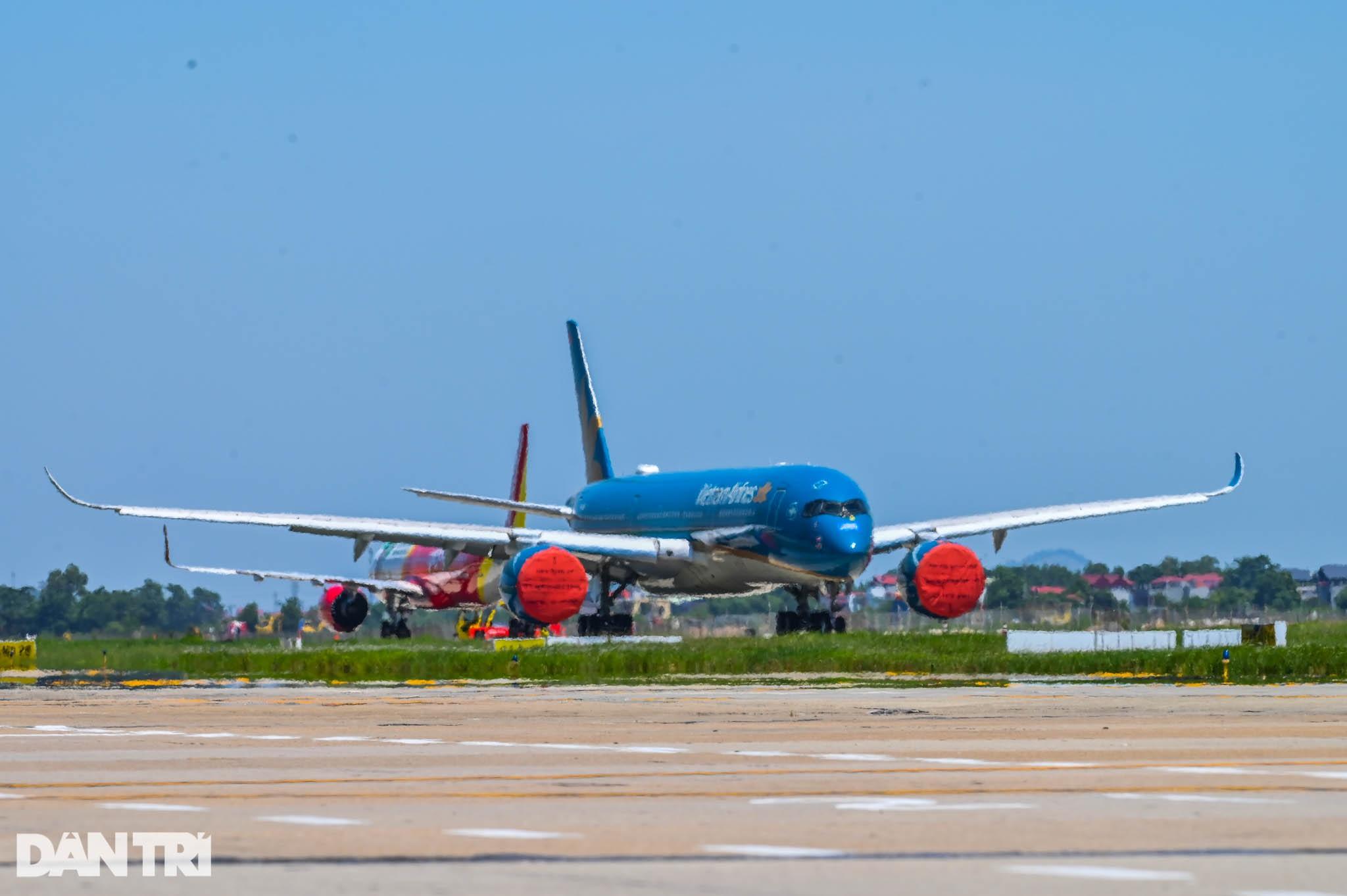 Ám ảnh hàng trăm tàu bay đắp chiếu nằm la liệt tại Nội Bài, Tân Sơn Nhất - 8