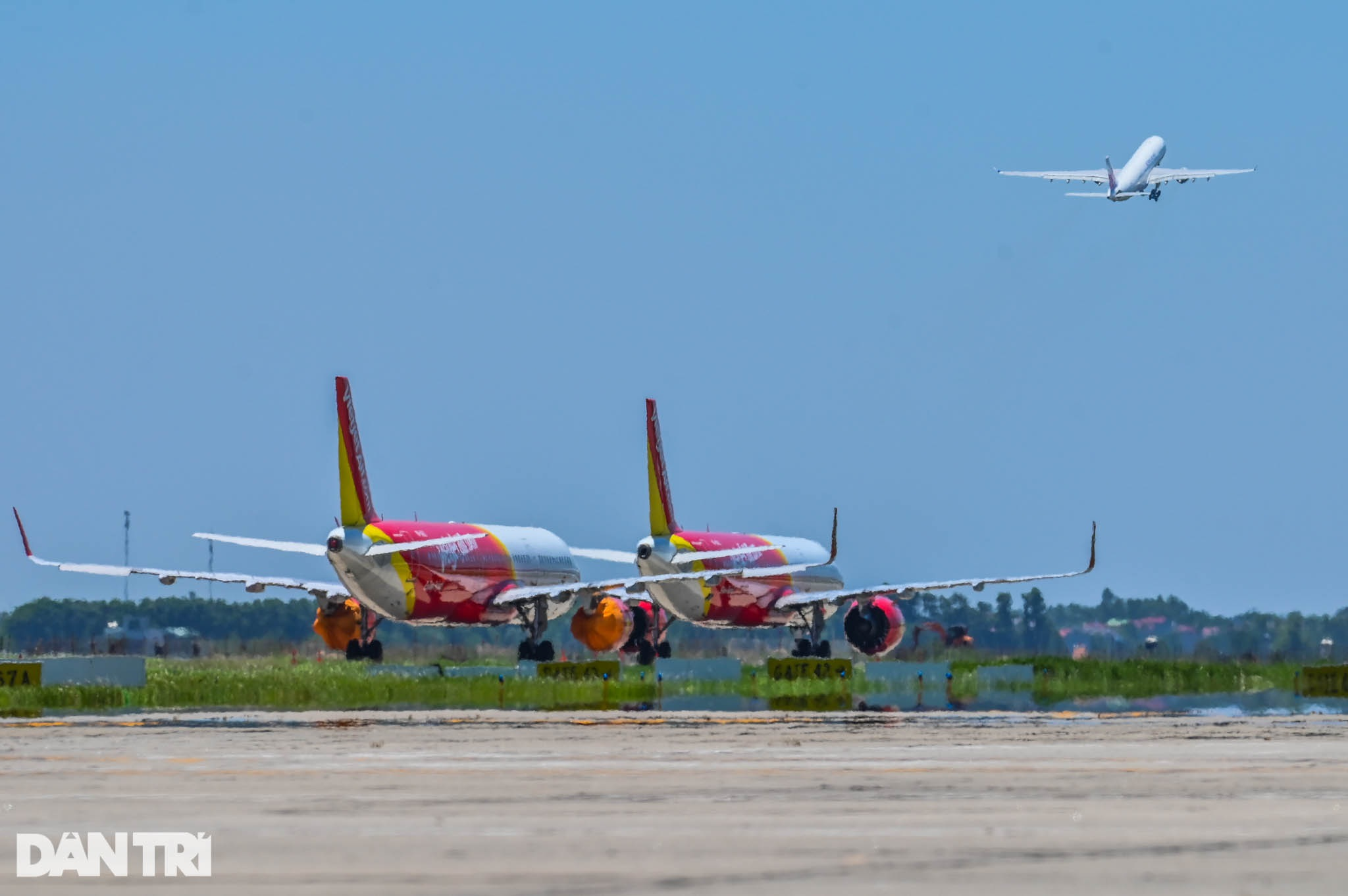 Ám ảnh hàng trăm tàu bay đắp chiếu nằm la liệt tại Nội Bài, Tân Sơn Nhất - 21