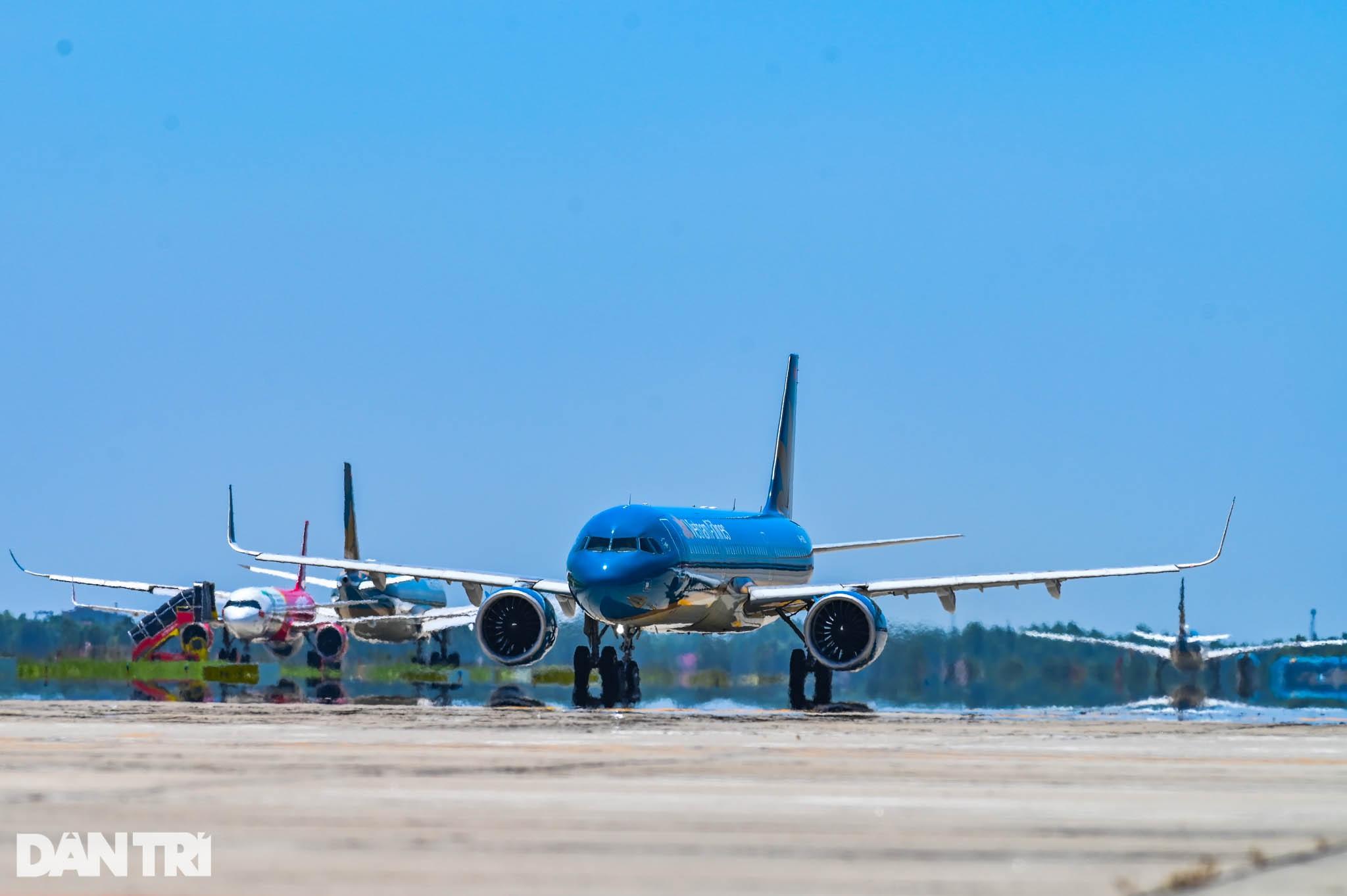 Ám ảnh hàng trăm tàu bay đắp chiếu nằm la liệt tại Nội Bài, Tân Sơn Nhất - 11