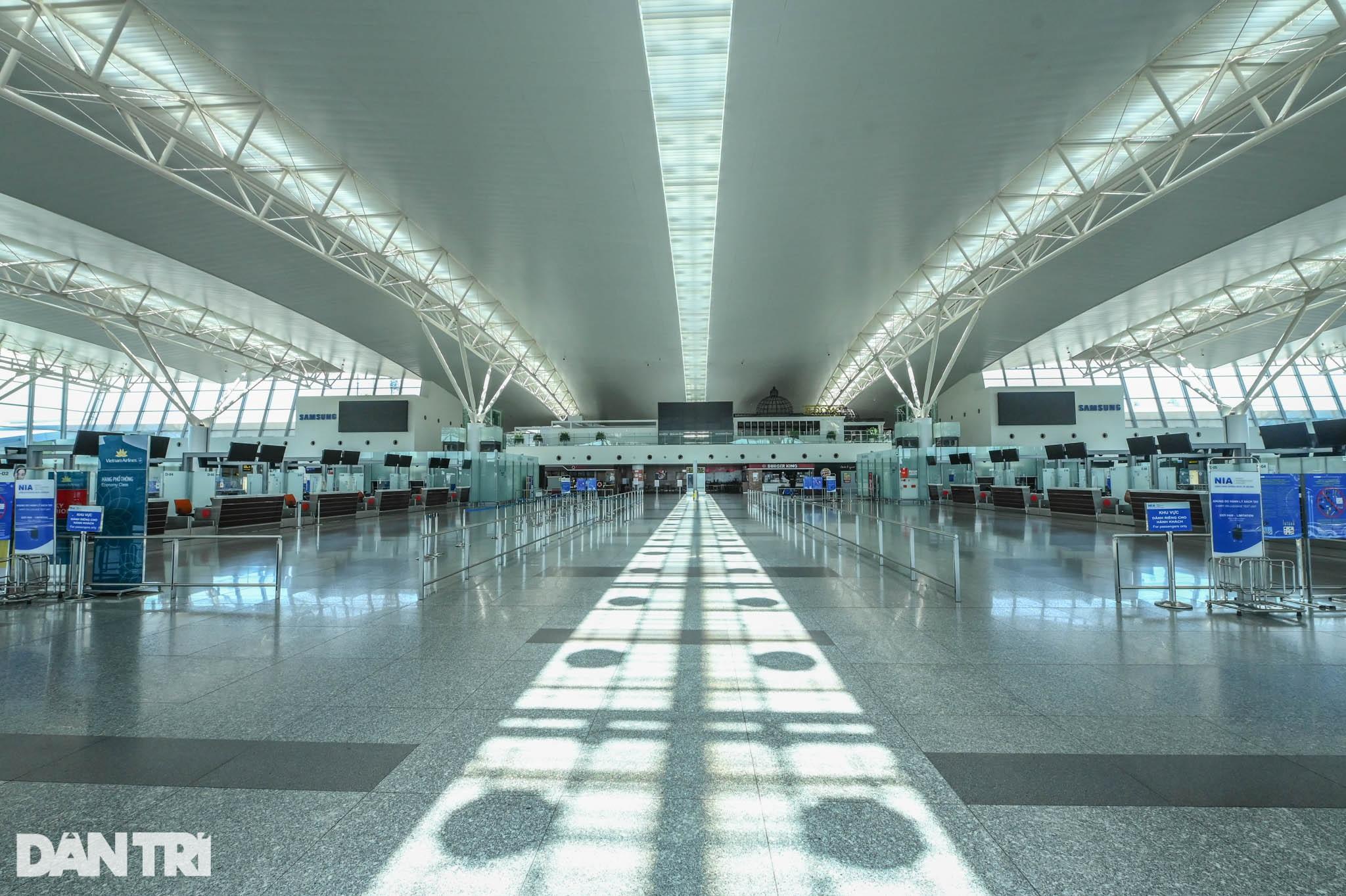 Cảnh tượng khác lạ tại ga quốc tế Nội Bài: Vắng lặng như bị bỏ quên - 1