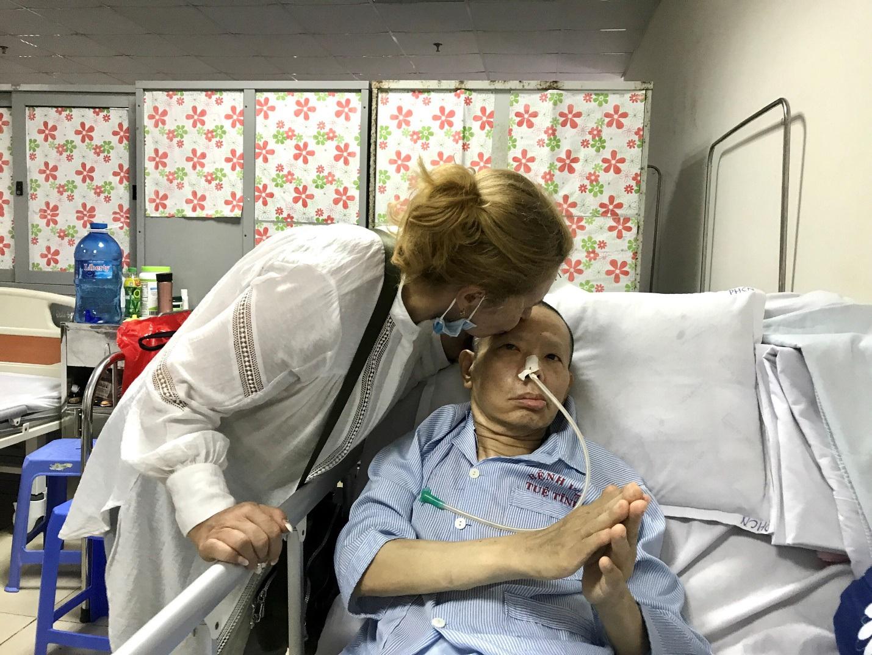 Người phụ nữ Ukraina 20 năm chăm chồng đột quỵ ở Việt Nam - 3