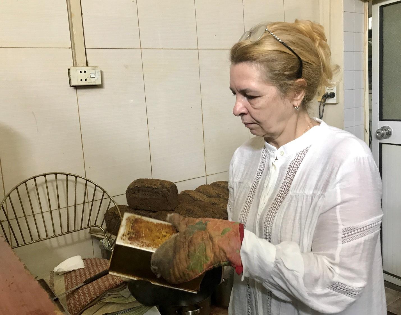 Người phụ nữ Ukraina 20 năm chăm chồng đột quỵ ở Việt Nam - 6