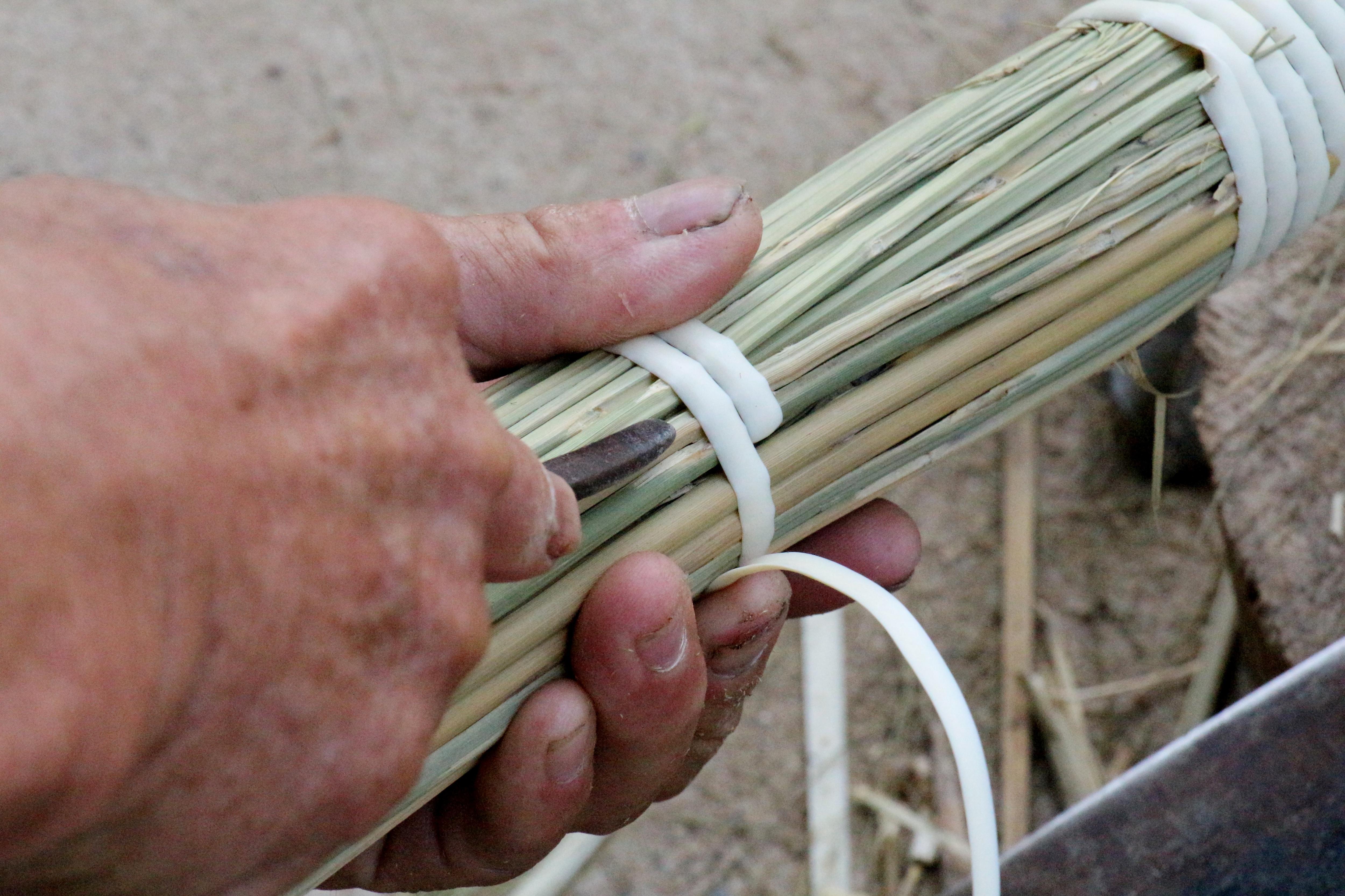 Về Hà Ân xem nghề làm chổi đót có tuổi đời hàng trăm năm - 3