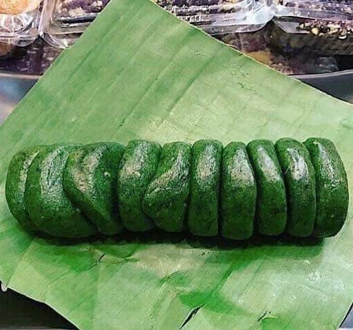 Độc đáo bánh ngải màu xanh lét của người Tày - 1