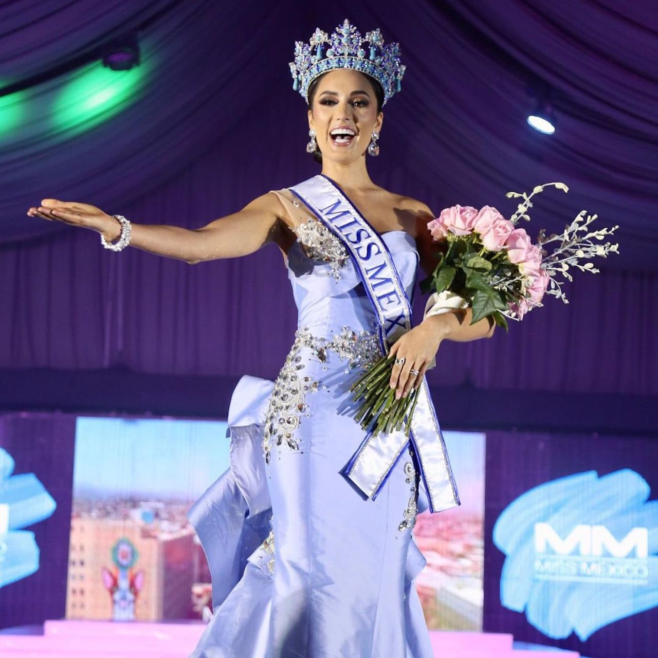 Tân Hoa hậu Mexico: Dáng vóc nóng bỏng, thông thạo 4 thứ tiếng - 11