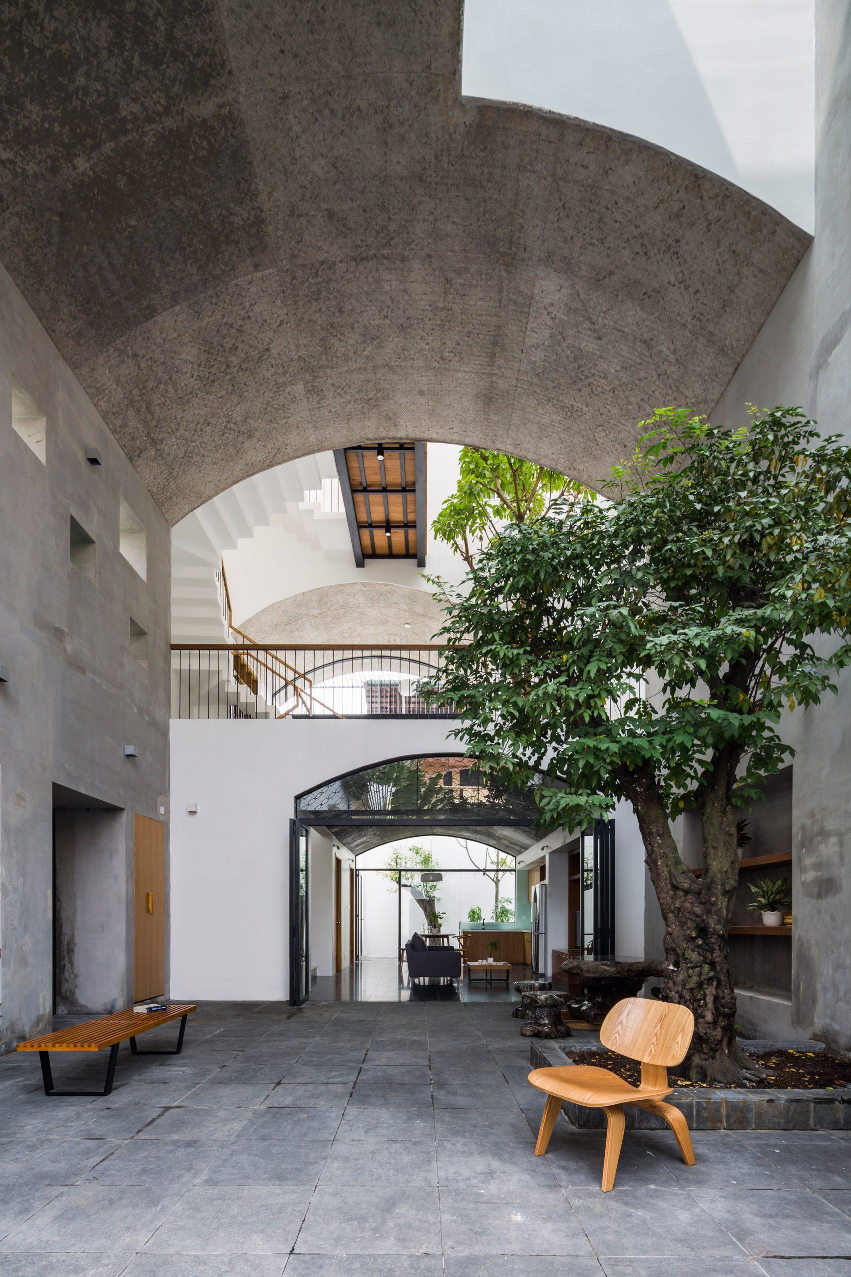 Nhà phố rộng 380 m2 với 3 phòng ngoài trời hình vòm độc đáo ở Sài Gòn - 2