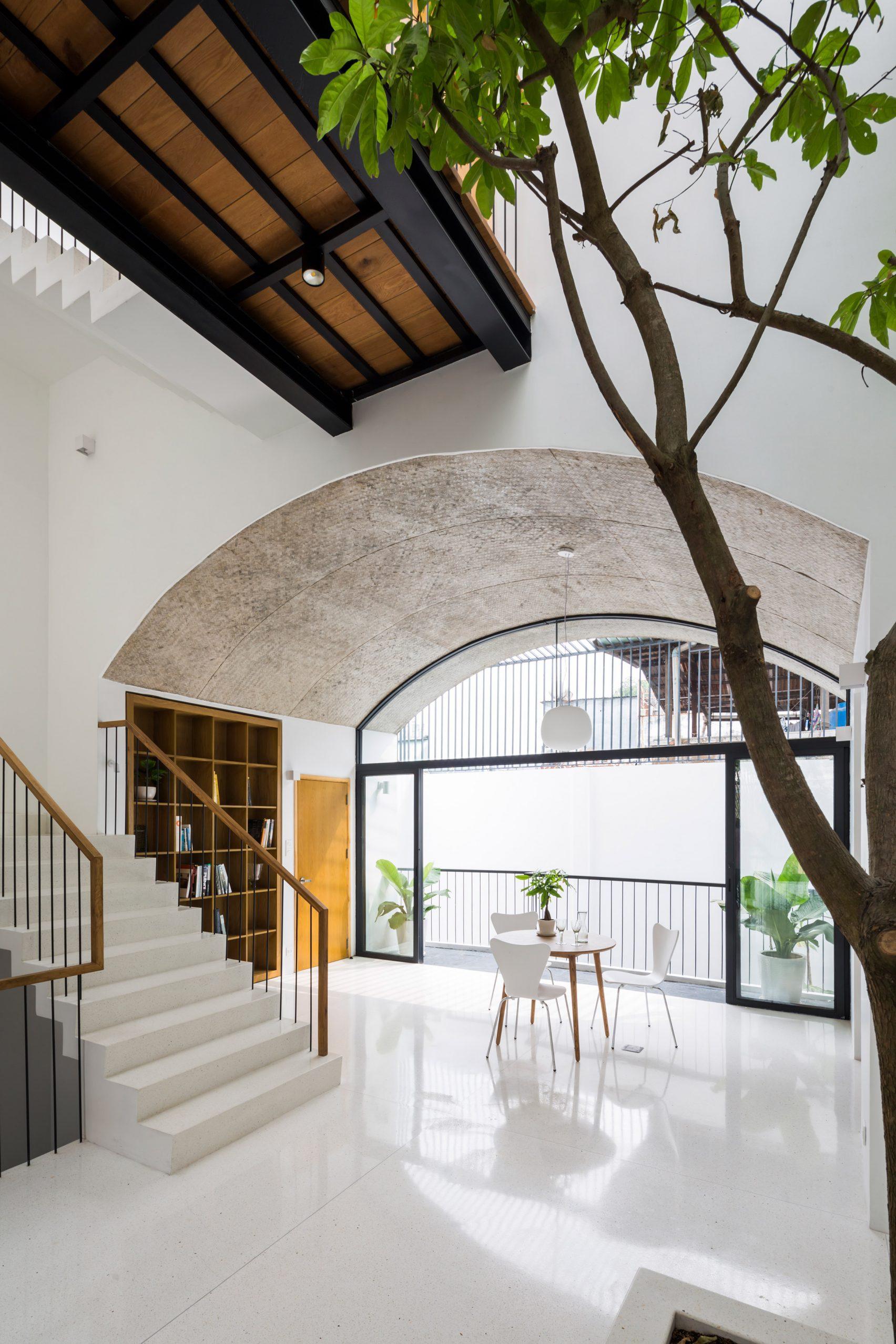 Nhà phố rộng 380 m2 với 3 phòng ngoài trời hình vòm độc đáo ở Sài Gòn - 6