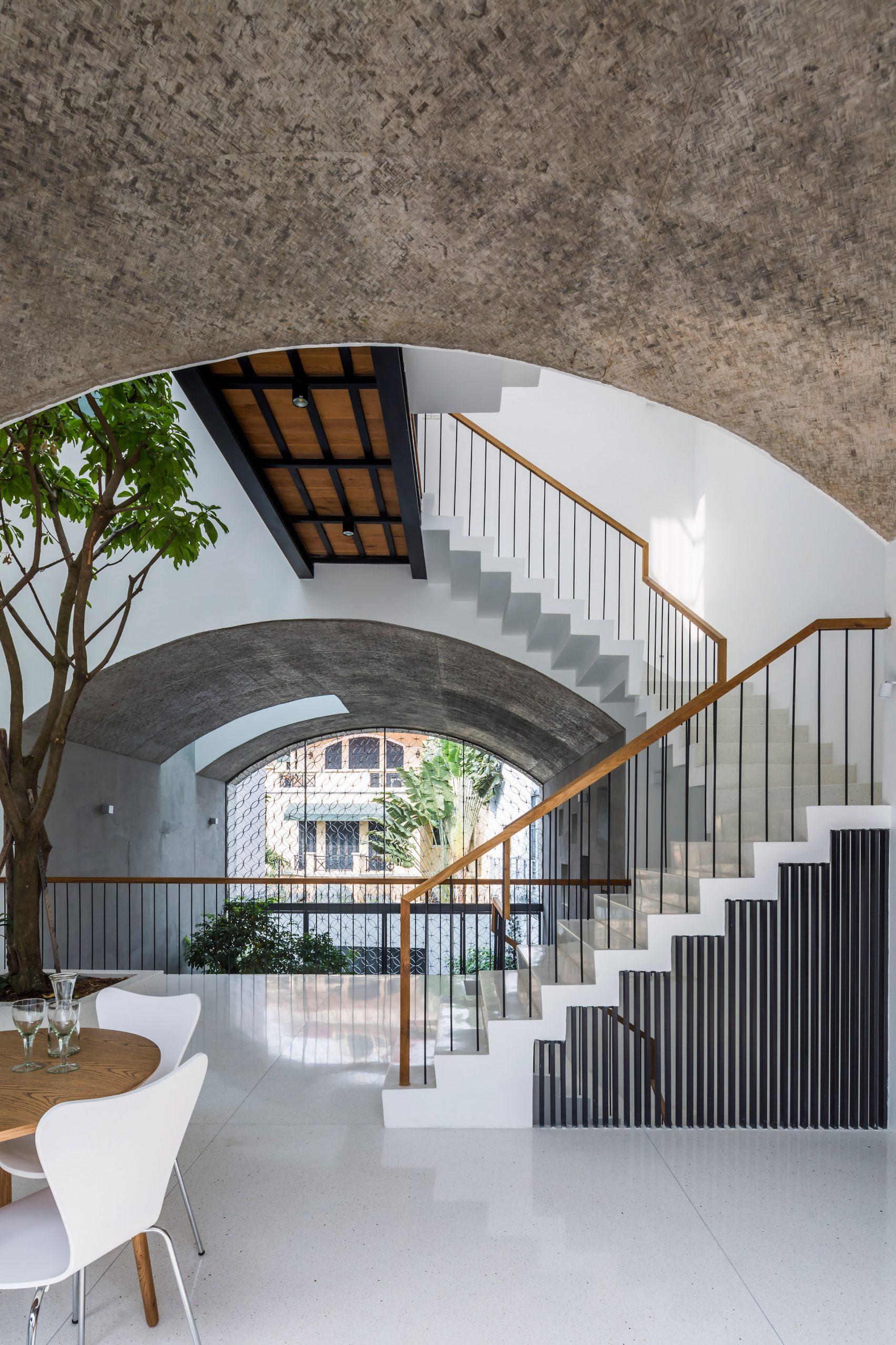 Nhà phố rộng 380 m2 với 3 phòng ngoài trời hình vòm độc đáo ở Sài Gòn - 5