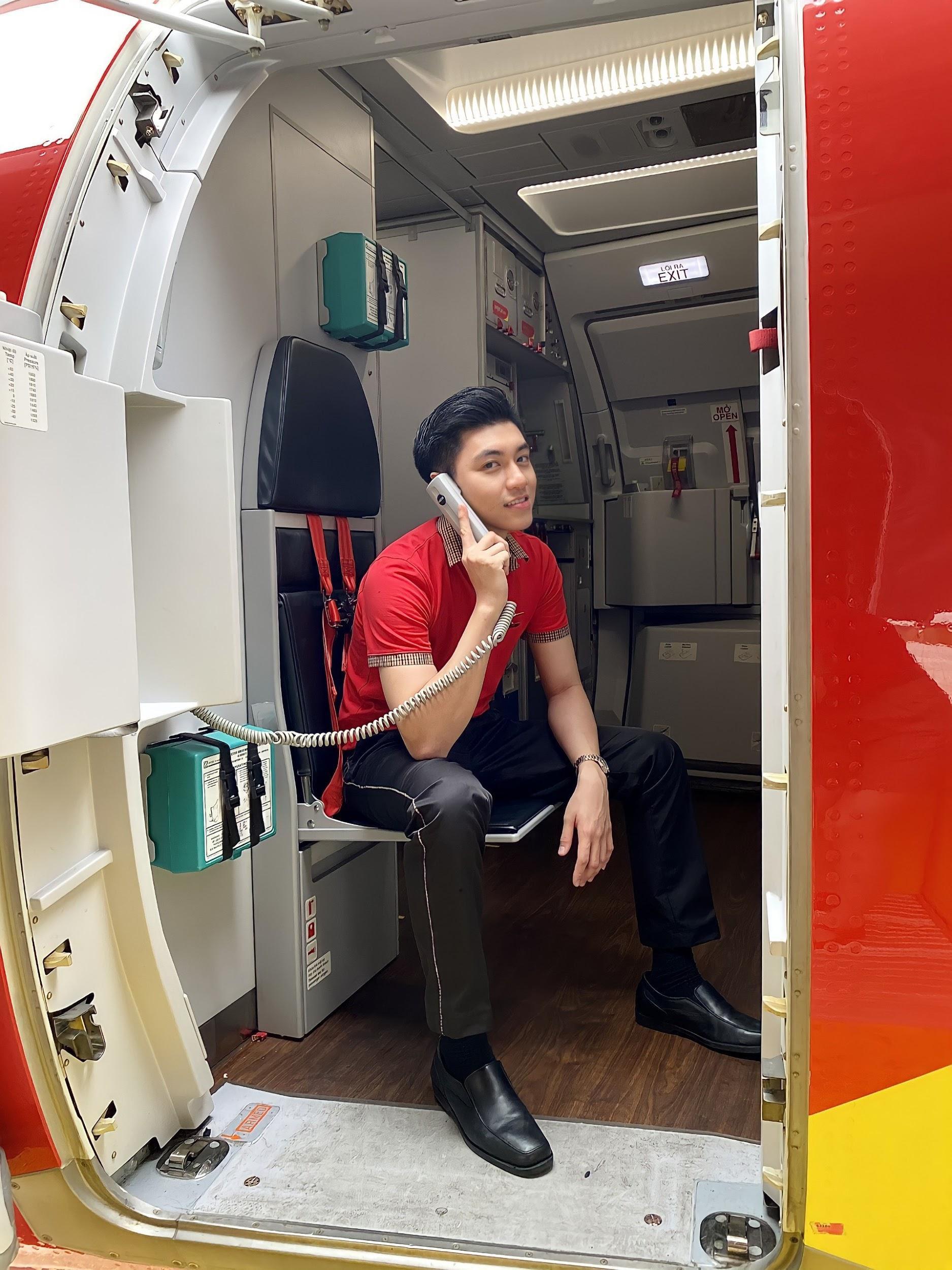Hot boy hàng không mới nổi hút fans nhờ vẻ đẹp tự nhiên giản dị, ấm áp - 1
