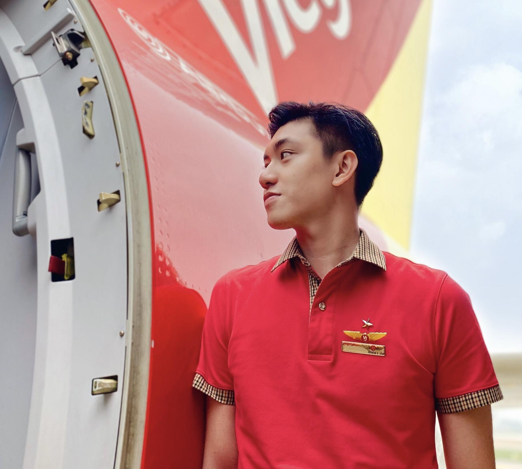 Hot boy hàng không mới nổi hút fans nhờ vẻ đẹp tự nhiên giản dị, ấm áp - 2