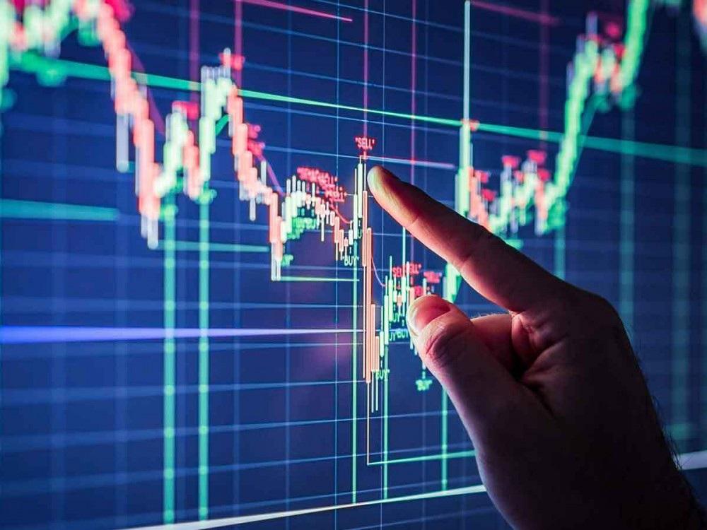 Cổ phiếu đỏ sàn, người nhà nhiều sếp ngân hàng bị phạt nặng - 1