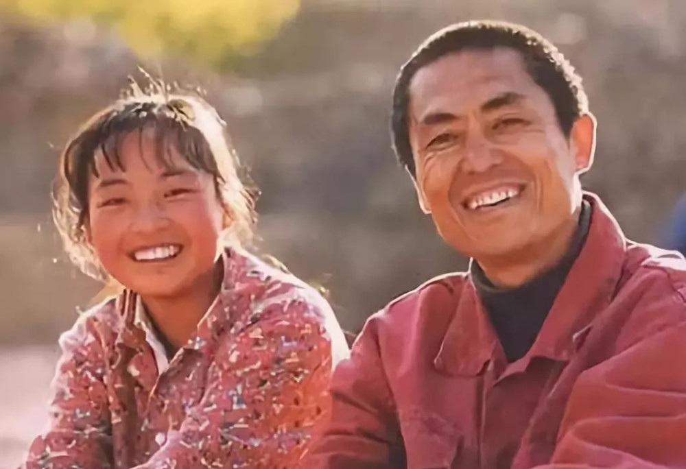 Cú bẻ lái bất ngờ của cô gái nuôi lợn thành sao nhờ Trương Nghệ Mưu - 1