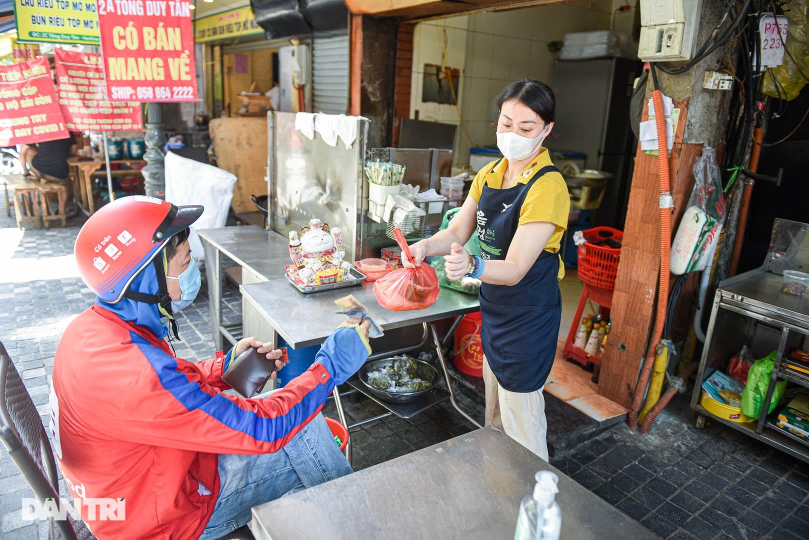 Cảnh cửa đóng then cài, đìu hiu ở phố ẩm thực không ngủ Hà Nội - 5