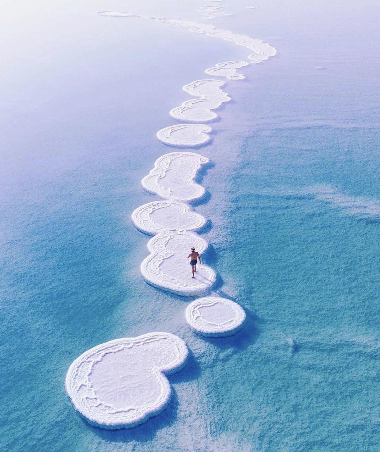 Đảo muối kỳ lạ nổi bồng bềnh ở Biển Chết - 1