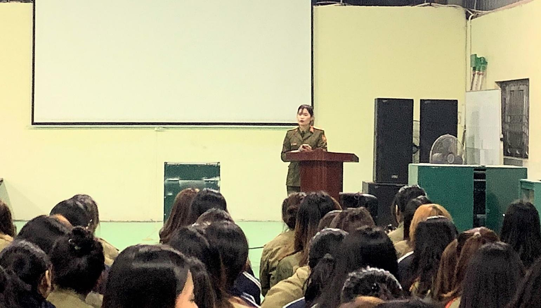 Nữ giảng viên quân sự dịu dàng chia sẻ về tình yêu màu xanh áo lính - 4