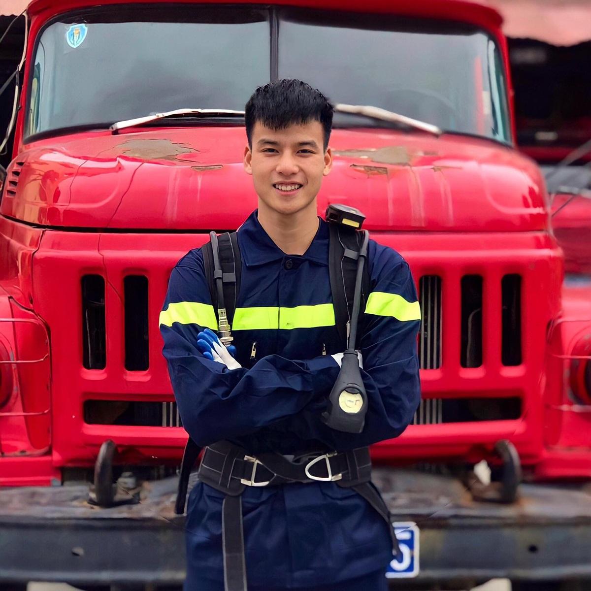 Cực phẩm lính cứu hỏa Lạng Sơn body 6 múi, thần thái như diễn viên - 3