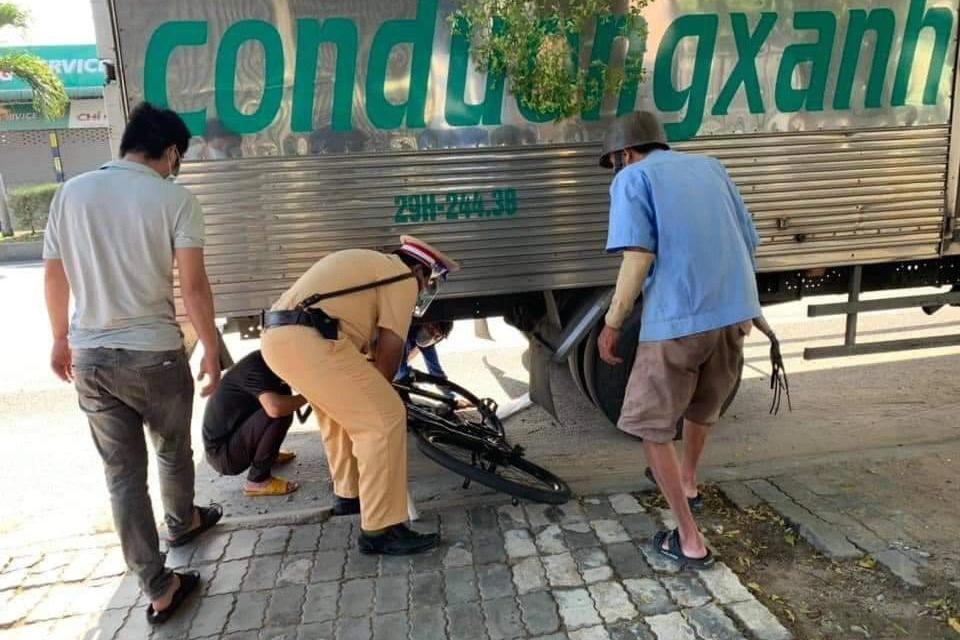 Ông lão một tay đạp xe từ Đồng Nai về Thanh Hóa được CSGT giúp đỡ - 3